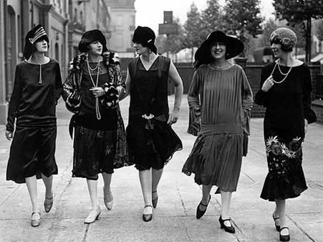 Flapper fashion of the 1920s 61